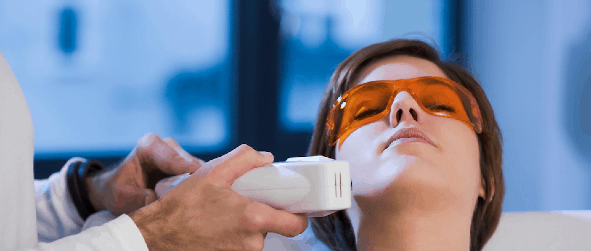 Picture-of-Esthetics-Student-Performing-Laser-Hair-Removal